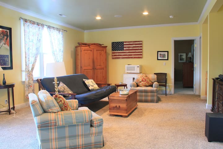 Spacious & Private Apt minutes from Pippin Hill