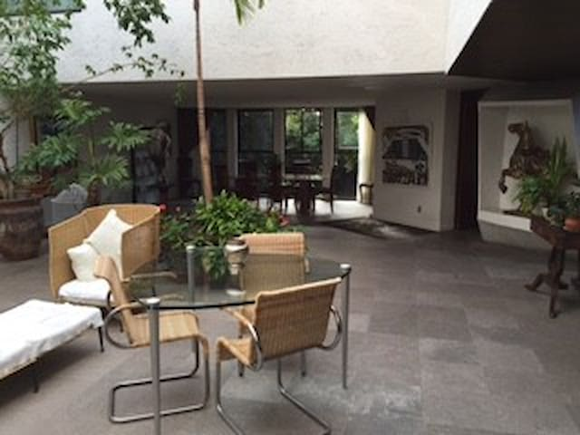 Modern residence fully furnished help included. - Ciudad de México - Hus