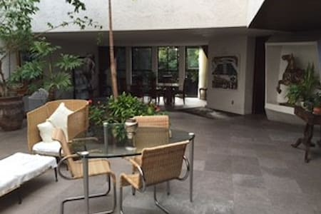Modern residence fully furnished help included. - Mexiko-Stadt - Haus