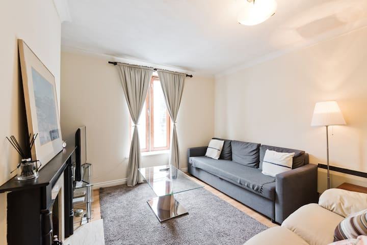 Spacious 1 bedAptCityCentre near StStephens Green
