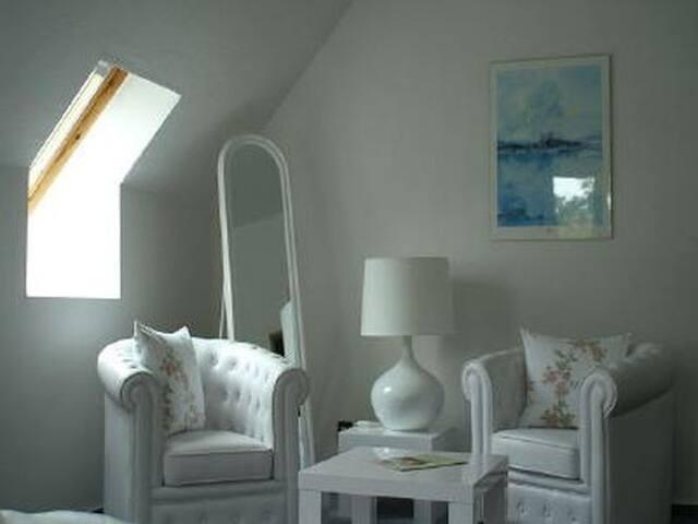 """Haus zur schönen Aussicht (Schwielowsee OT Caputh), Doppelzimmer """"Grünes Zimmer"""", 35 qm, DU/WC"""