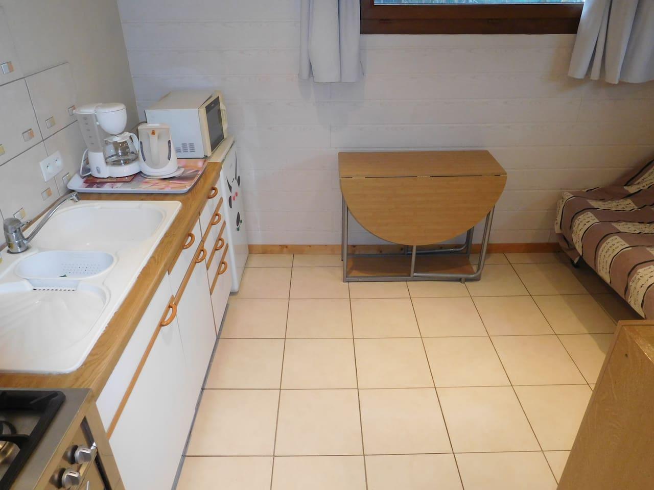 Chambre privée avec cuisine et douche