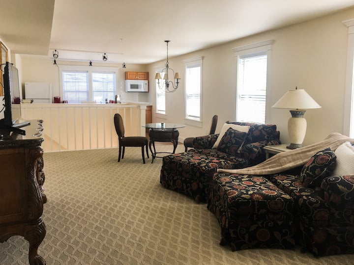 Luxury Apartment Suite of Village Center