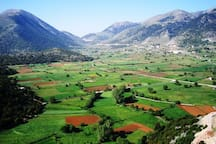 ASKIFOU PLATEAU   is about 50 kilometres from Chania, at an altitude of 730 metres, and is part of the area known as Sfakia.