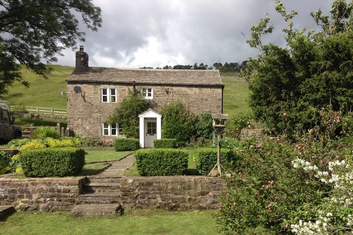 Amber Cottage, on the Dales Way, near Hawes