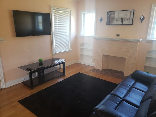 Private 1 and 2 bedroom apartment. 5 mins from JFK