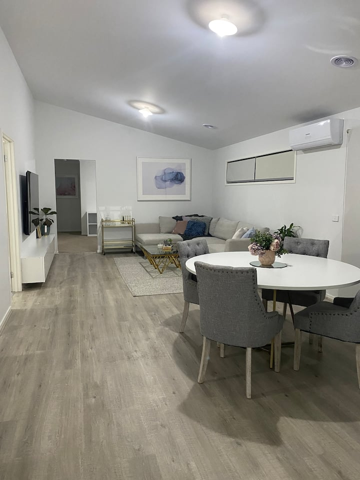 NEW Fully Equipped 4 Bedroom House, CBD Location!