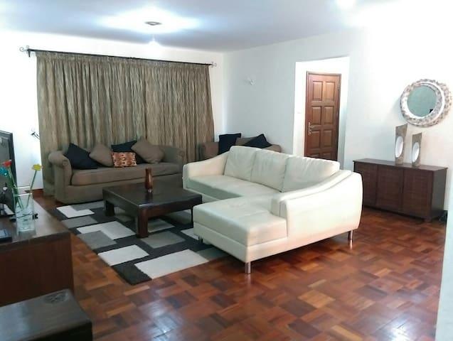Modern 2BD in upmarket Riverside - Nairobi - Apartment