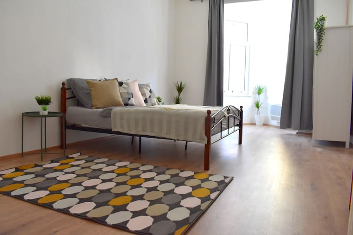 Boutique Two-bedroom Art decor apartment! CENTRAL