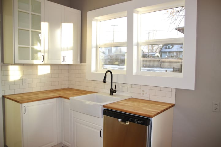 1920's Historical House Updated Remodeled Charming - Castle Rock