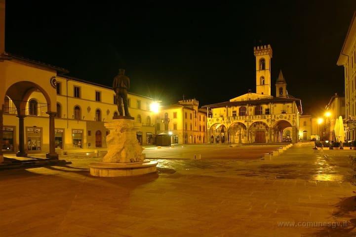 Stanza nella piazza centrale! - San Giovanni Valdarno - Rumah