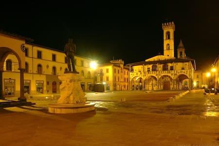Stanza nella piazza centrale! - San Giovanni Valdarno - Casa