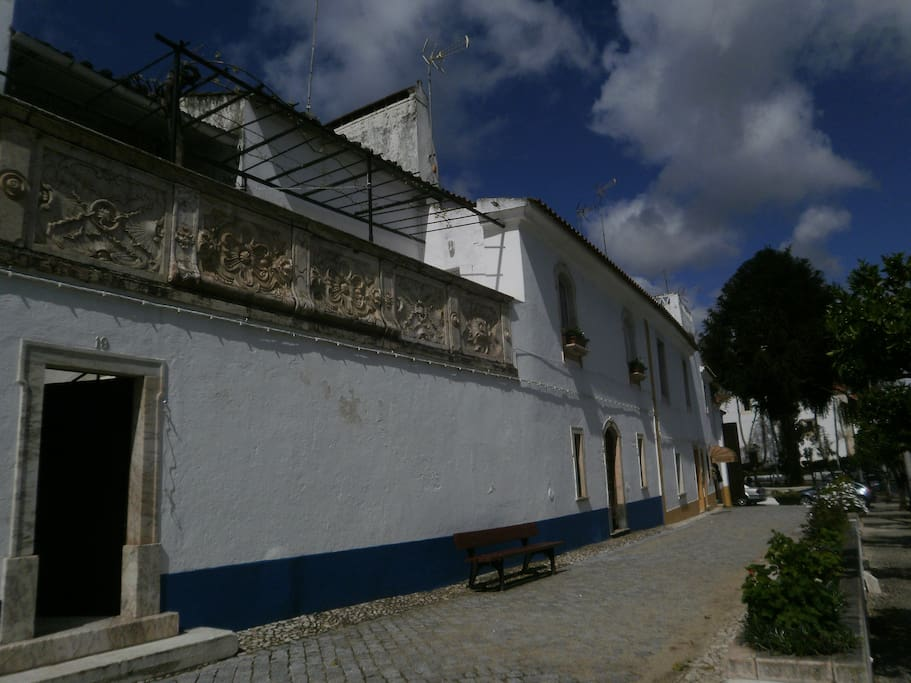 Fachada e entrada da casa