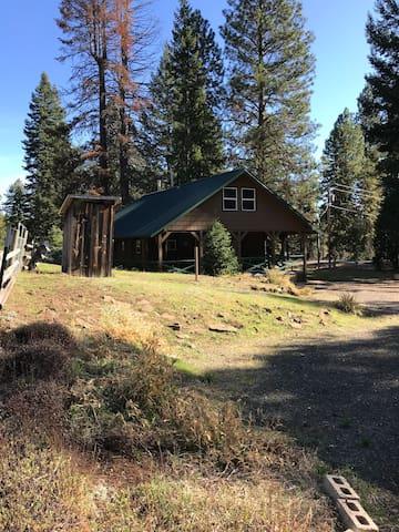 Hyatt Prairie Mountain Cabin