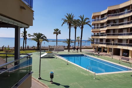 Primera línea de playa. Piscina, Parking, WIFI