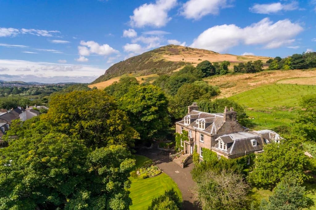 The Annexe sits at the foot of extinct Volcano Arthur's Seat.