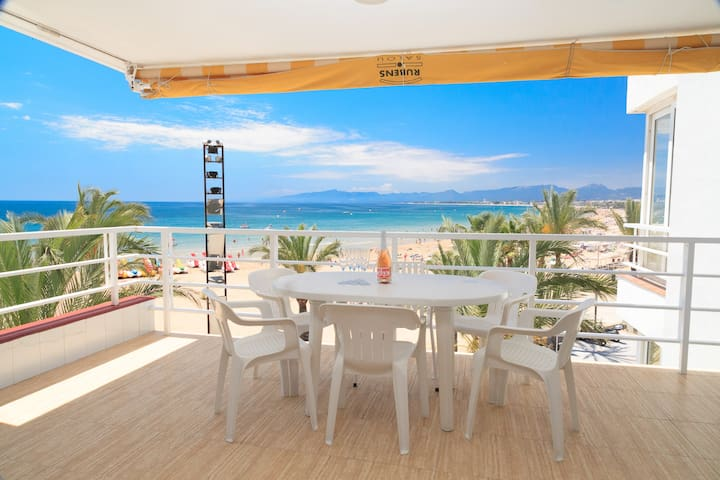 TWO  SEPARATED FLOORS FORM THIS FANTASTIC DUPLEX WITH AN AMAZING VIEW TO THE SEA WITH VIEWS TO THE BEACH MAIN OF SALOU S307-030 RUBENS