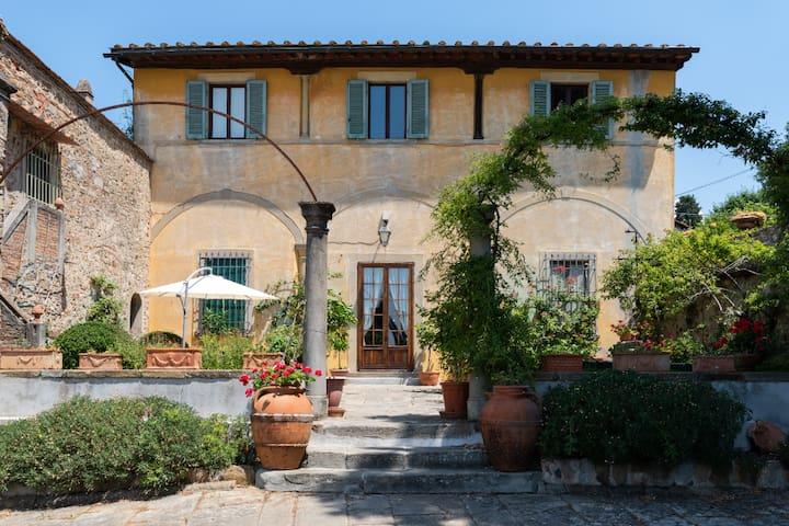 VILLA LE PERGOLE - XVCentury - 15 minutes Firenze