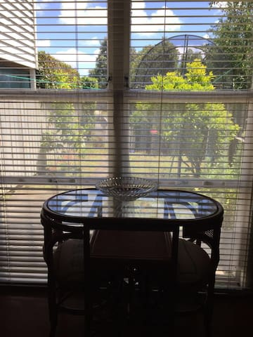 Private lovely 1 bedroom & 1 living room unit - Auckland