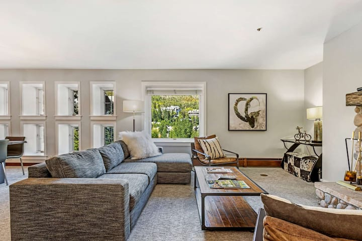 Fabulous Location! Walk to Lifts & Bvr Crk Village, YR Heated Pool & Ht Tb, Village Connect Shuttle!