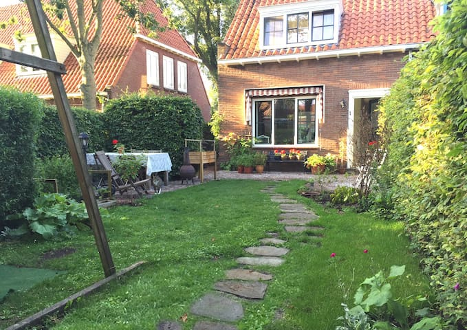 Family house with garden 13min from Amsterdam