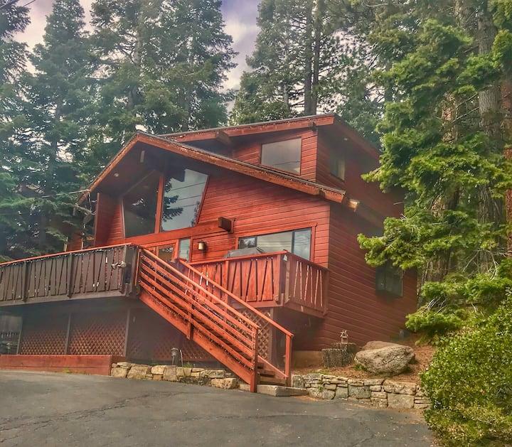 North Tahoe Lakeview Retreat (Ski, Hike & Bike!)