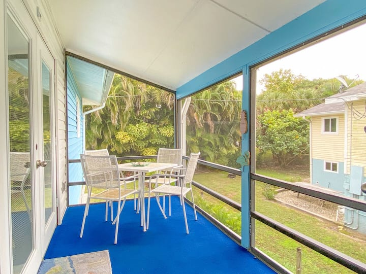 Spacious Beach Retreat #4, only Steps to Sugary Sand, Conveniences and all the Fun!