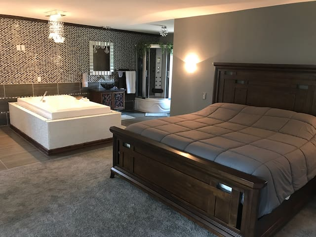 810 Master Suite, a Greater Blessings property