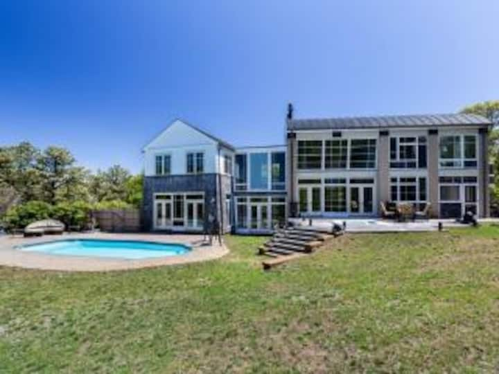Provincetown,Cape Cod Mansion, Pool,Private Oasis.