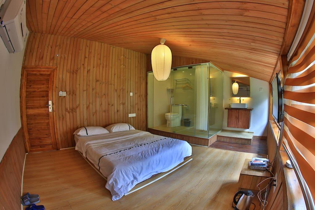 阁楼原木屋