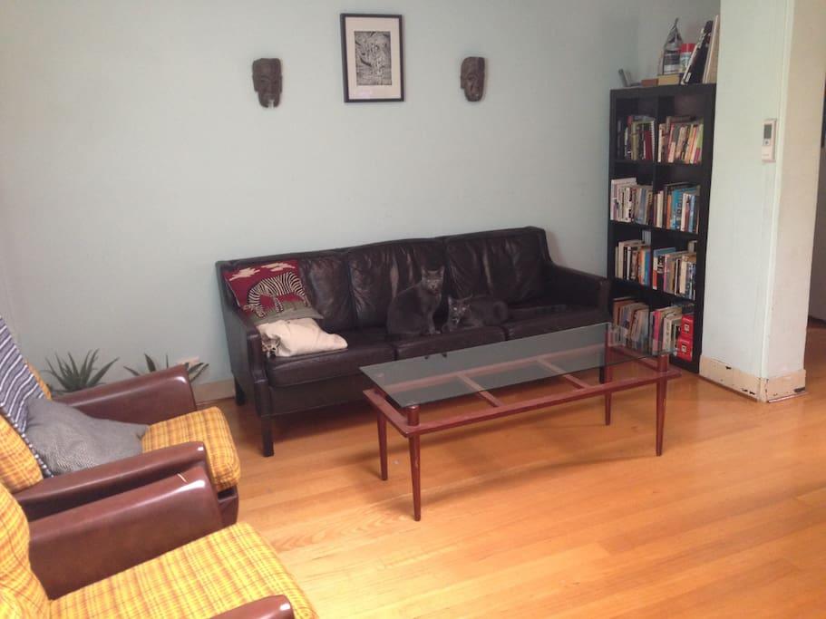 Loungeroom.