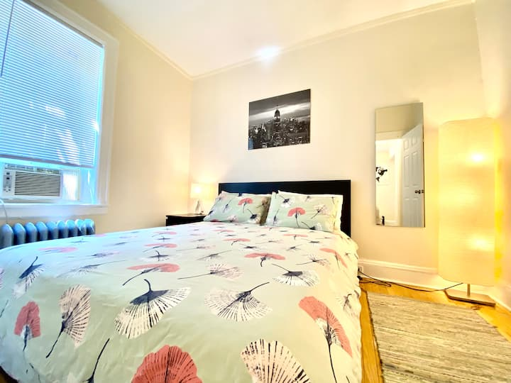 Newly Renovated 2 Bedroom Apt In Jackson Heights!