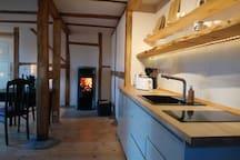 Der Kamin heizt die 40m² Wohnung in ca. 2 Stunden auf und speichert die Wärme mehr als 8 Stunden.