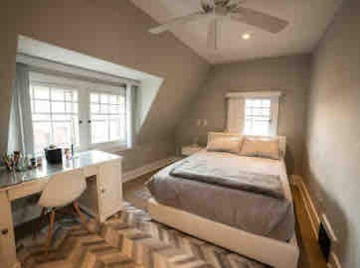 Suite w/Kitchenette/2 bed/Sunny Deck/Central/Canal