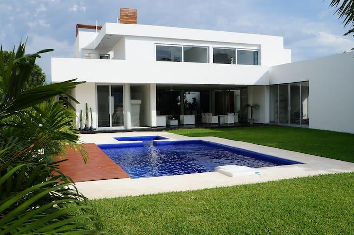 YALKUZEN:Modern & Luxe w/ Private access to lagoon