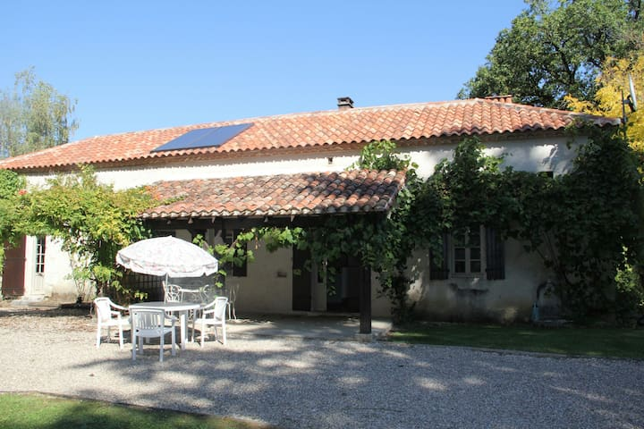Charmant familie huis met zwembad en uitzicht! - Cazideroque - Rumah