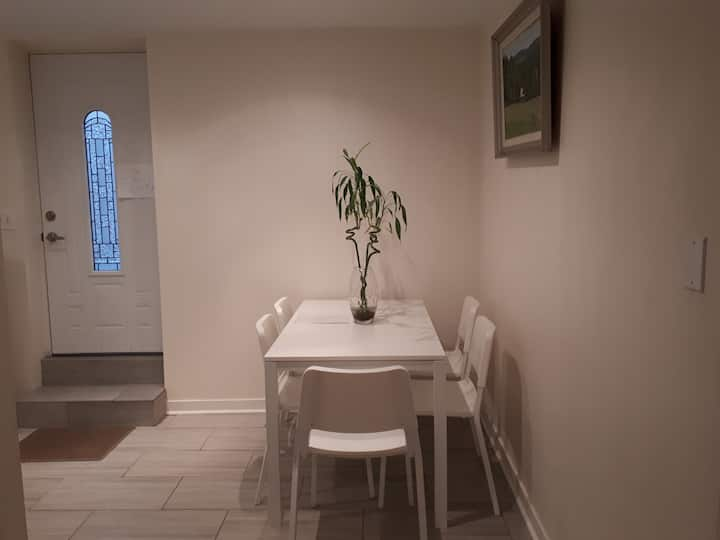 2 Bedrooms near Skytrain, Shopping in Vancouver