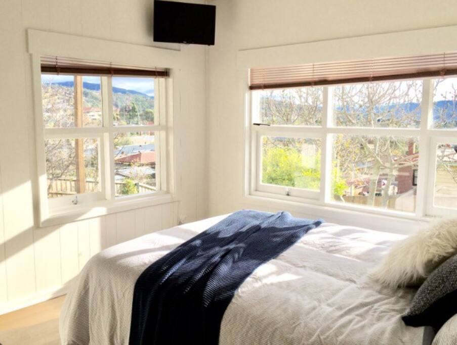 Views of the Mt Direction and the garden from the comfort of your bed.