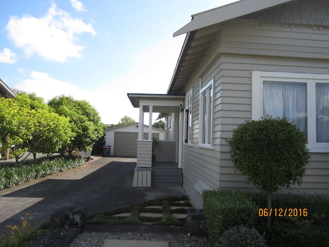 Safe & Sunny Room in Mt Albert - Auckland - Domek parterowy