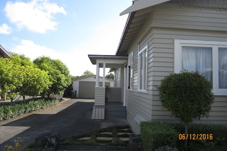 Safe & Sunny Room in Mt Albert - Auckland - Bungaló