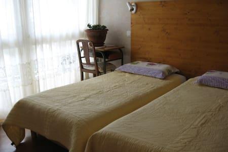 Chambre à louer - avec balcon - - Saint-Michel-de-Maurienne - Apartemen