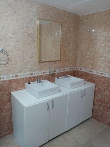 Baño dormitorio master 2