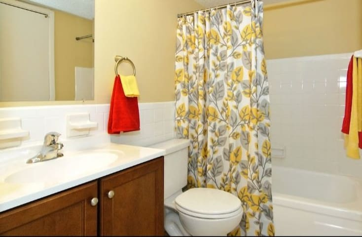 Clean Room For Rent Near Airport