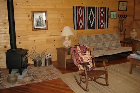 Buffalo Creek Cabin, in pasture valley - 哥德堡