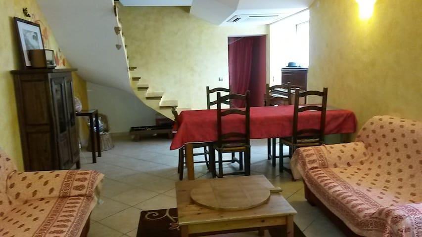 appartement individuel dans maison de village