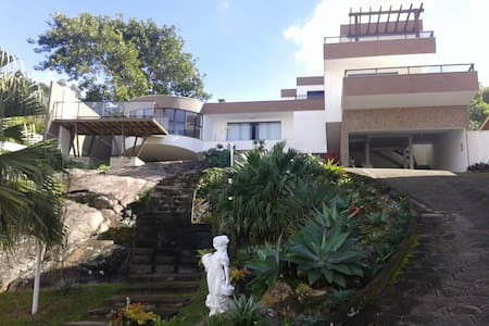 Casa na praia do mar grosso - Laguna SC- Brasil - Laguna