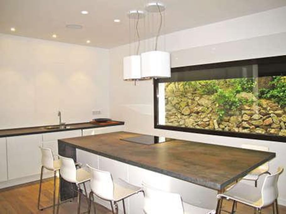 Kitchen.New modern cooking island. Seats 6 people. Fully equipped, including dishwasher