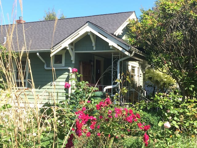 The Loyal Westie Cottage, East BR - Seattle - House
