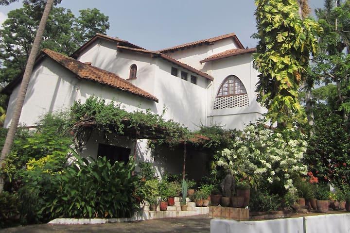 Urban Garden Villa in Nicaragua (fully staffed)