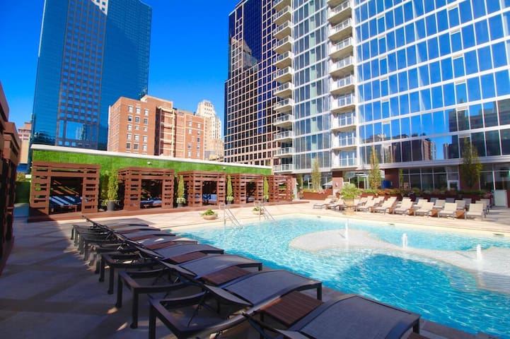 Pristine, Modern 1br with Upgraded Amenities